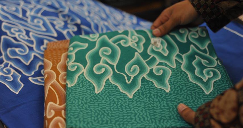 Batik Megamendung - 6 Motif Batik Paling Populer Warisan Indonesia yang Berhasil Mendunia
