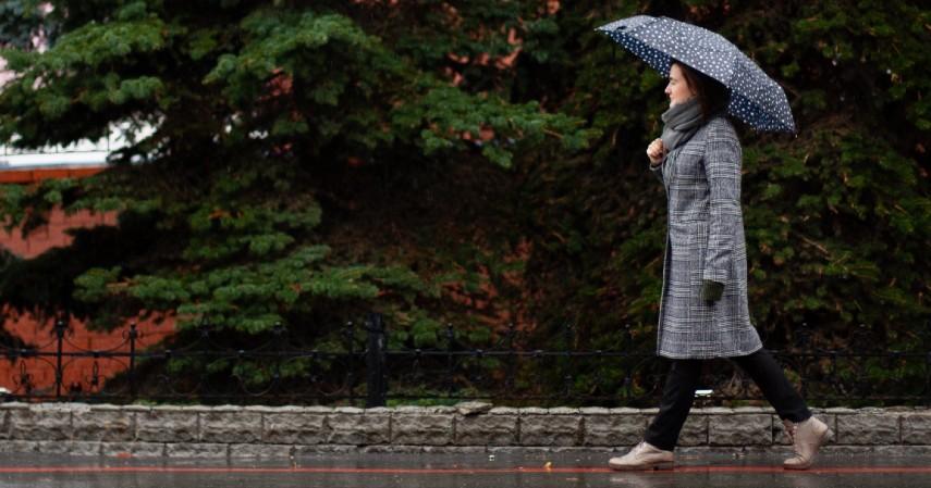 Beli perlengkapan musim hujan - 8 Pengeluaran Ekstra yang Biasa Muncul di Musim Hujan Siap-siap