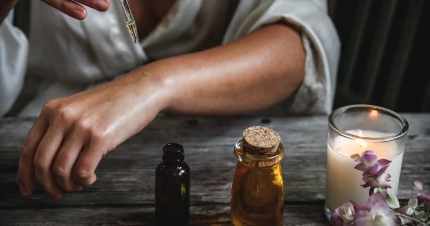Gunakan minyak cengkeh - Apa Obat Sakit Gigi yang Ampuh Cek Rekomendasinya di Sini