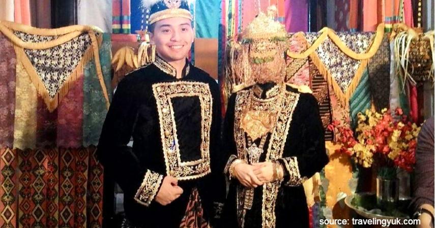 Kustin - Kalimantan Timur - 34 Pakaian Adat dari Berbagai Provinsi Terlengkap