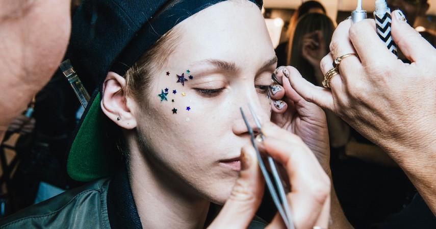 Jasa Makeup artist - Ide Usaha Modal 30 Juta Paling Menjanjikan Untuk Pemula