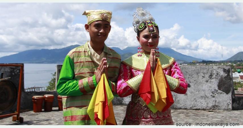 Manteren Lamo - Maluku Utara - 34 Pakaian Adat dari Berbagai Provinsi Terlengkap