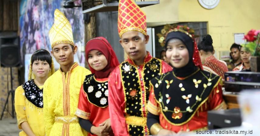 Nggembe - Sulawesi Tengah - 34 Pakaian Adat dari Berbagai Provinsi Terlengkap