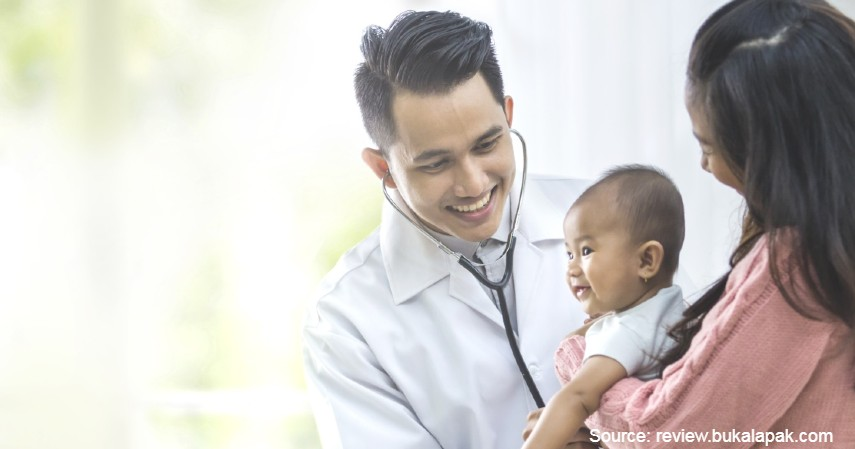 Periksakan ke Dokter - Atasi Bayi Demam yang Rewel dengan 7 Cara Berikut Ini