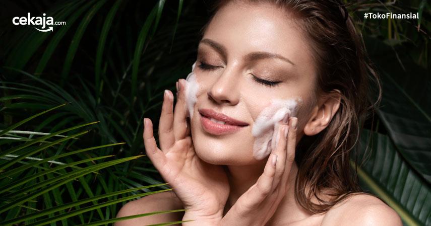 Mengenal Perbedaan Facial Foam dan Facial Scrub Sebagai Skincare