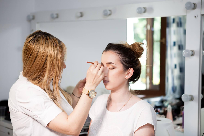 Berlatih - Sebelum Merintis Karier Sebagai Makeup Artist, Perhatikan Dulu 6 Hal Ini