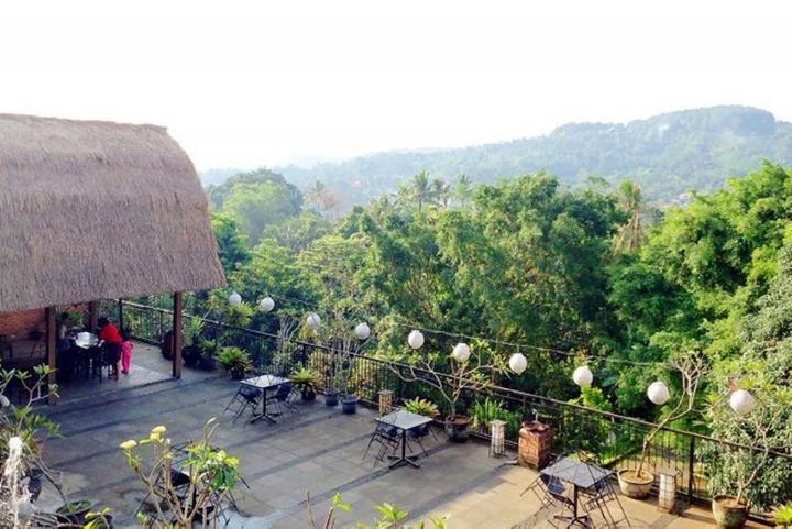 Waroeng Gumati - 10 Restoran Romantis untuk Dinner di Bogor, Ajak Pasanganmu ke Sini!.jpg