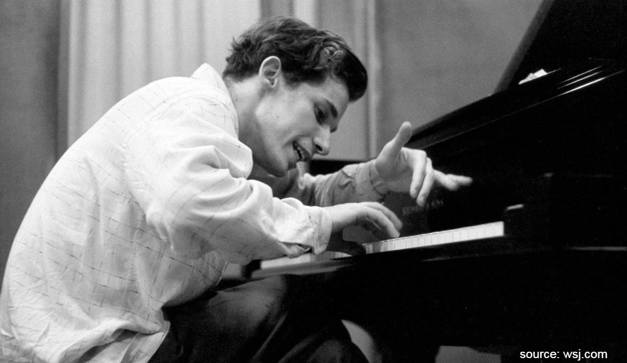 Glenn Gould - Kebiasaan Unik Musisi Dunia, Pura-Pura Jadi Kucing Hingga Sikat Gigi Sebelum Naik Panggung.jpg