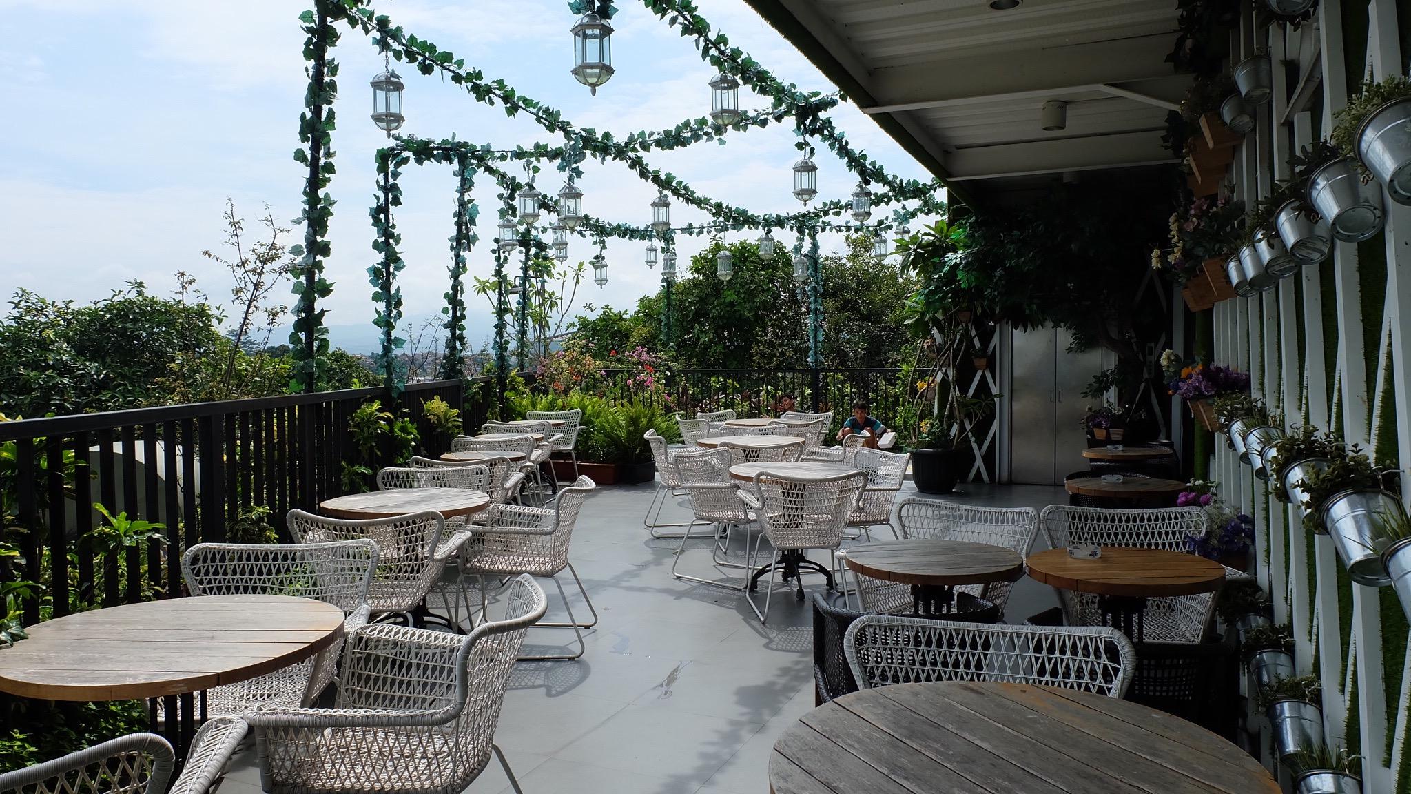 Royale Bakery And Cafe - 10 Restoran Romantis untuk Dinner di Bogor, Ajak Pasanganmu ke Sini