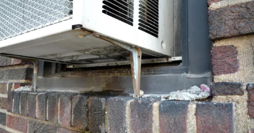 Banyak Cairan yang keluar dari AC - Tanda AC Rumah Harus Diservis Jangan Tunggu Kompresornya Rusak