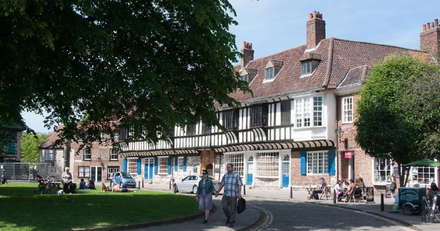 College Street - Mengenal York Kota Penuh Misteri di Inggris yang didatangi Raffi-Nagita