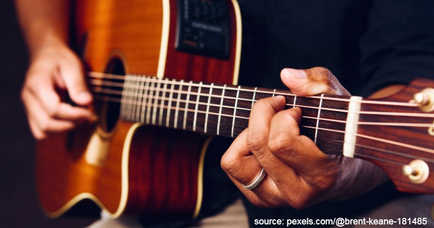 Gitar Akustik Elektrik - 10 Brand Gitar Akustik Terbaik Untuk Profesional Maupun Pemula