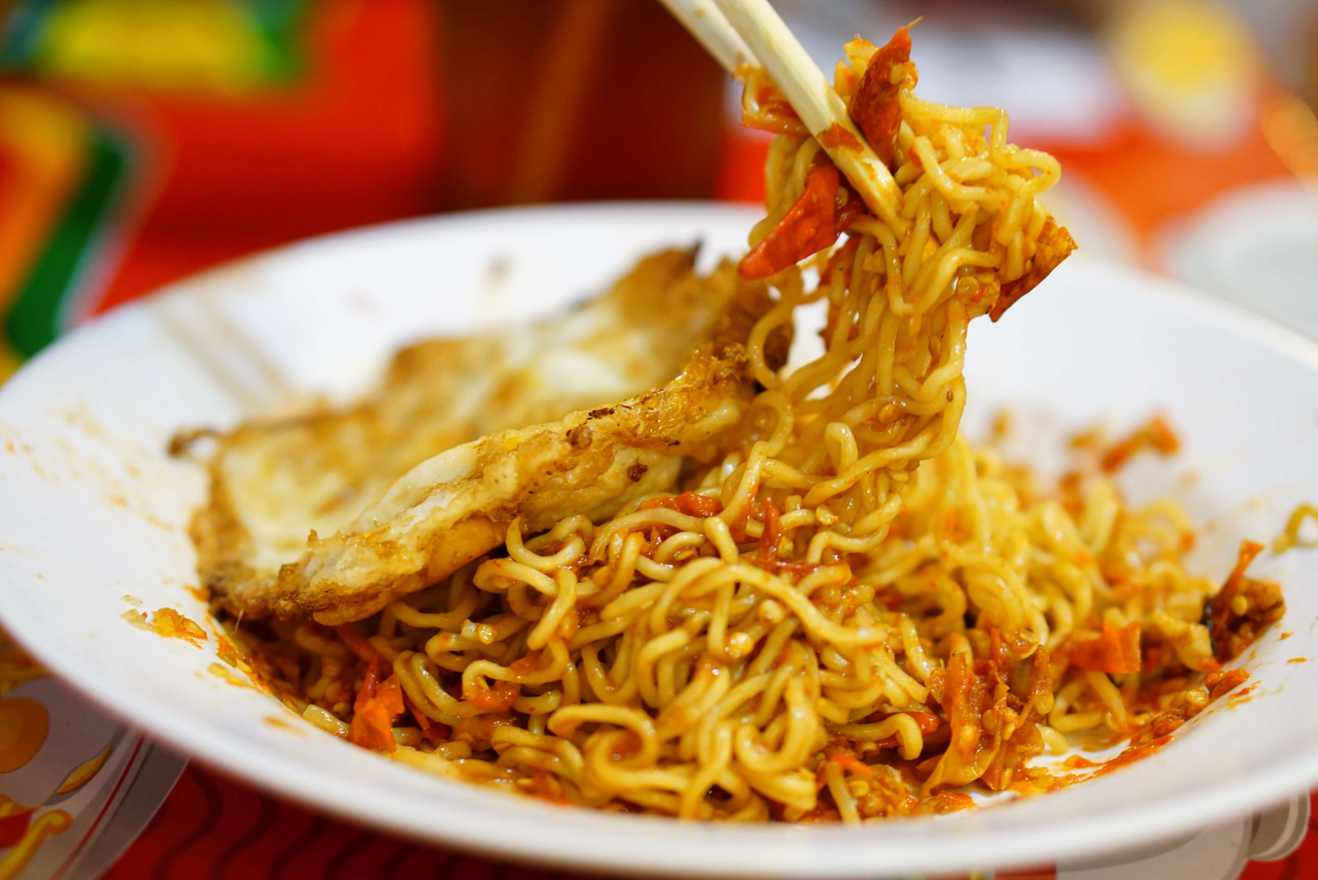 Indomie Abang Adek - 5 Makanan Pedas Ngehits yang Wajib Dicoba
