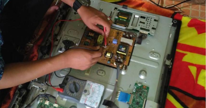 Jasa reparasi elektronik - 5 Jasa yang Paling Diincar Pasca Banjir dari Bengkel hingga Laundry