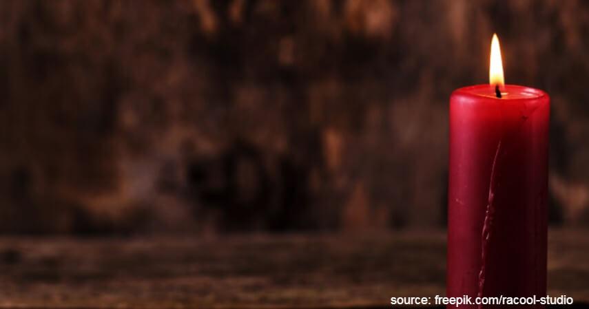 Lilin besar warna merah - Persiapan Imlek Yang Lazim Dilakukan di Indonesia