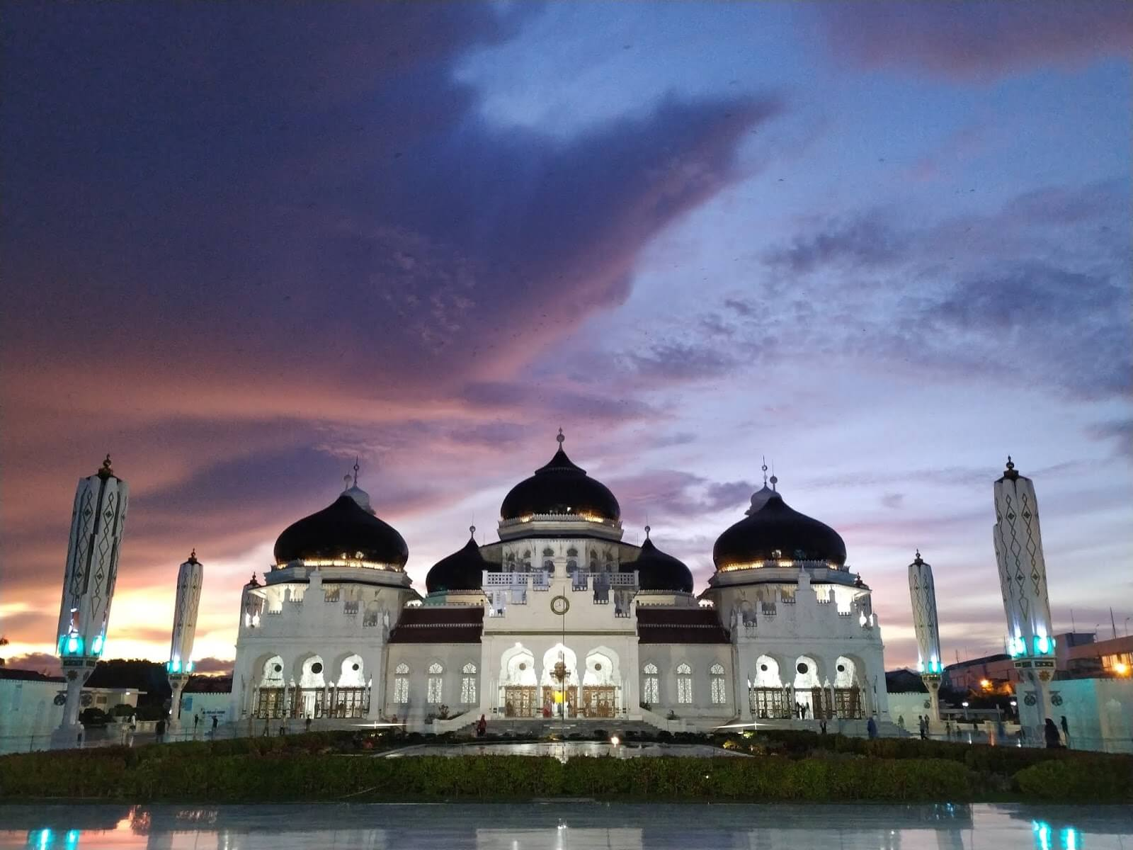Masjid Raya Baiturrahman - Geliat Pariwisata Aceh yang Ambyar Diterjang Tsunami 15 Tahun Silam