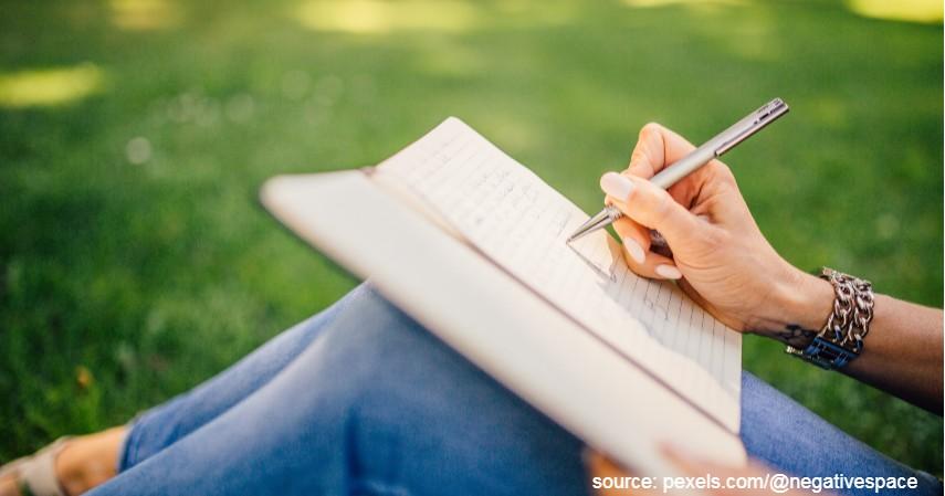 Menulis buku - Mau Traveling Sekaligus Dapat Uang Pakai 6 Cara Ini!