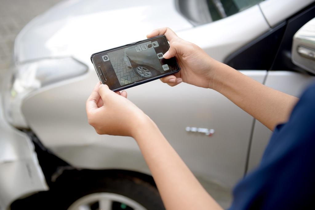 Menunggu survey dari pihak asuransi - Prosedur Klaim Asuransi Mobil dan Biaya yang Dibutuhkan