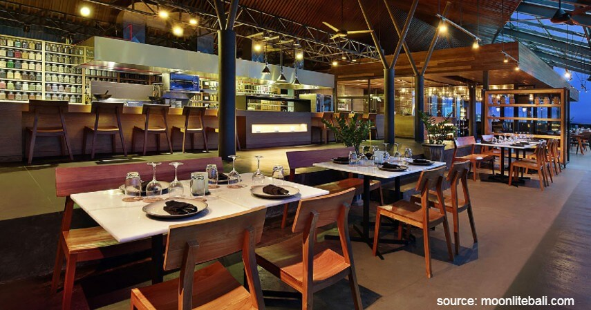 MoonLite Kitchen and Bar & Sunset di Seminyak (Anantara Seminyak) - Yuk Intip 10 Restoran Romantis Untuk Dinner Di Bali