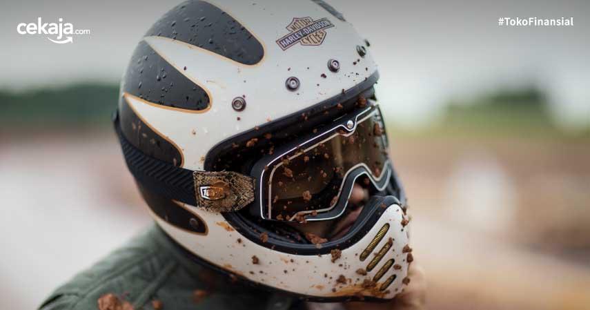 5 Tips Mengeringkan Helm Biar Gak Bau Apek Kehujanan