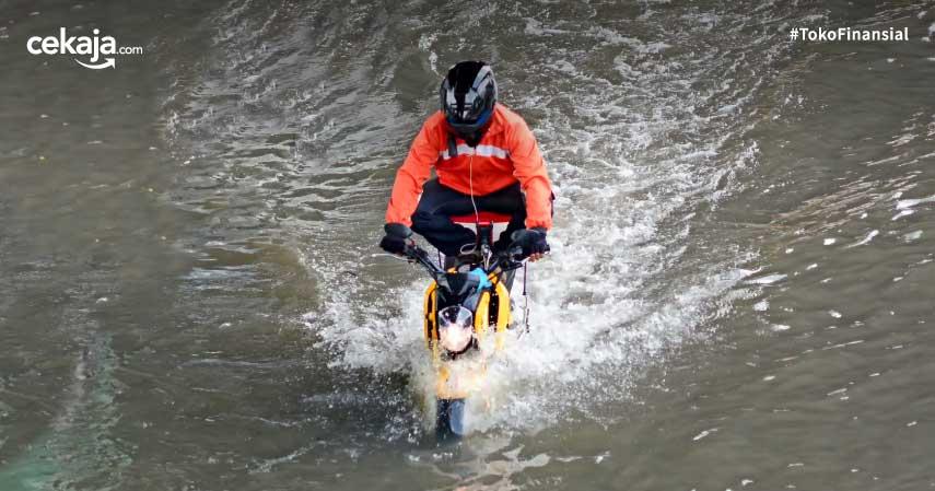 tips mengatasi motor mogok karena banjir