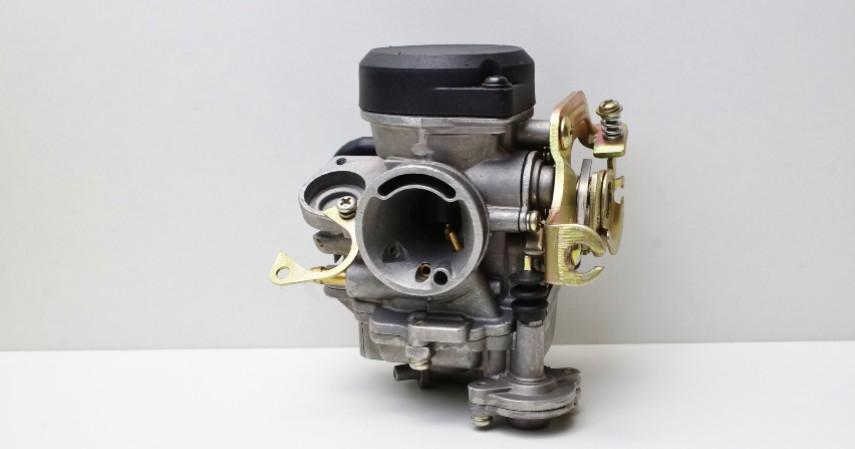 Bersihkan throttle body atau karburator - Kebanjiran Ini 6 Tips Merawat Motor yang Terendam Air