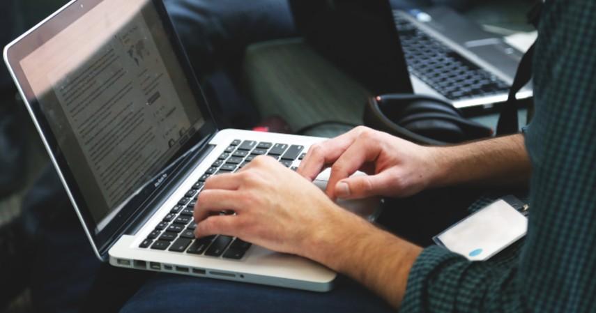 Editor atau proofreader - 5 Pekerjaan Freelance Asyik Buat Mahasiswa