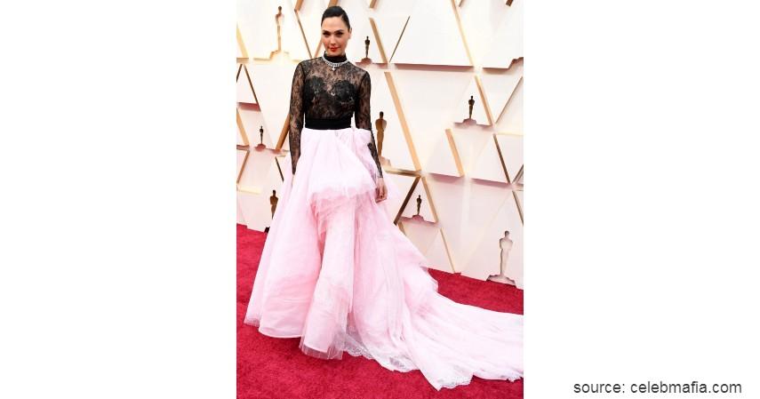 Gal Gadot - 10 Artis dengan Busana Terburuk di Oscar 2020