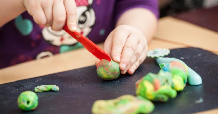 Homemade Play Dough - Sederet Ide Mainan Edukasi Anak yang Asah Motorik dan Kreativitas