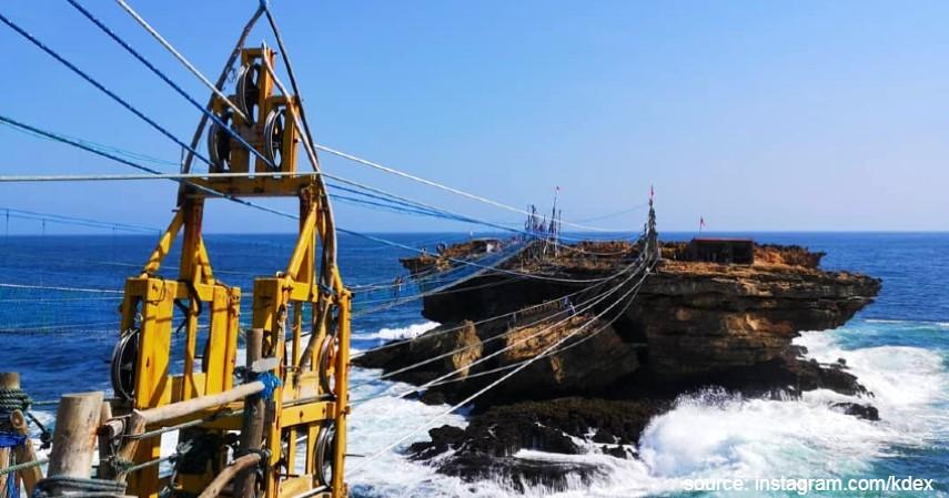 Jembatan Gantung Pantai Timang - Lagi di Yogya Jangan Lupa Main ke-6 Wisata Keren Ini