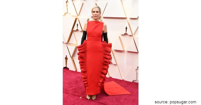 Kristen Wiig - 10 Artis dengan Busana Terburuk di Oscar 2020