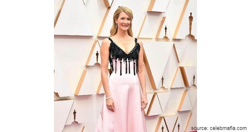 Laura Dern - 10 Artis dengan Busana Terburuk di Oscar 2020