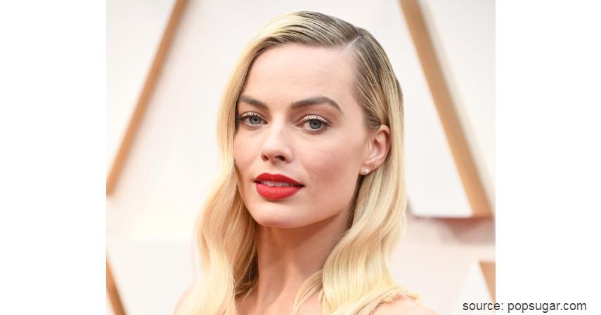 Margot Robbie - 10 Artis dengan Busana Terburuk di Oscar 2020