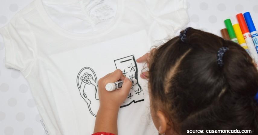 Menggambar dan Mewarnai di Kaos - Sederet Ide Mainan Edukasi Anak yang Asah Motorik dan Kreativitas