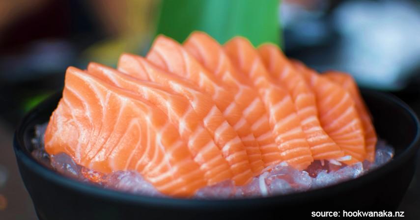 Menyantap Mentah Salmon - Resep Masakan Berbahan Dasar Salmon yang Mudah Dibuat dan Enak