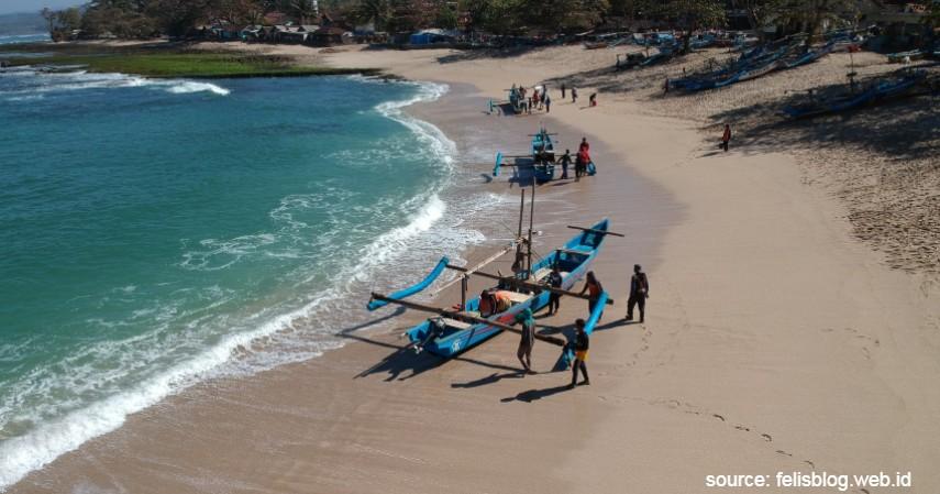 Pantai Rancabuaya - Gak Perlu Jauh-Jauh Liburan Tengok 6 Destinasi Wisata Asyik di Garut