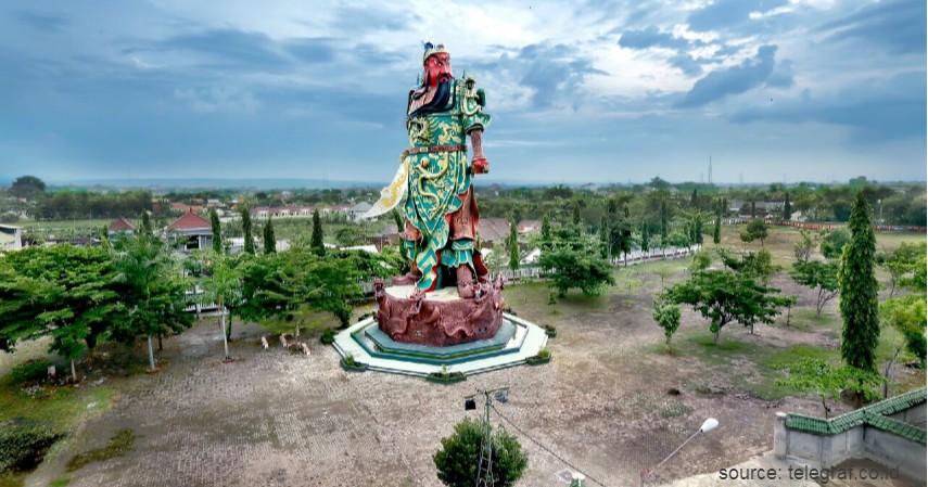 Patung Dewa Khong Co Kwan Sing Tee Koen - Selain Gajah Mungkur Ini Sederet Patung Kontroversial di Indonesia