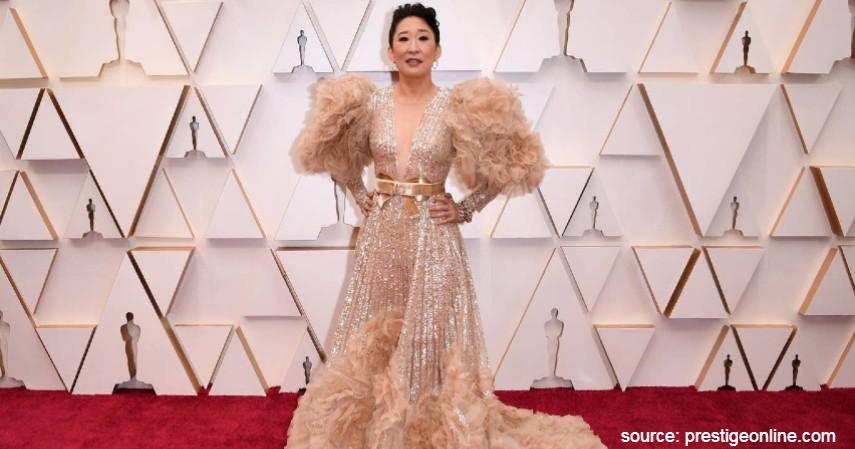 Sandra Oh - 10 Artis dengan Busana Terburuk di Oscar 2020