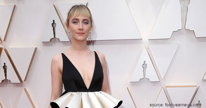 Saoirse Ronan - 10 Artis dengan Busana Terburuk di Oscar 2020