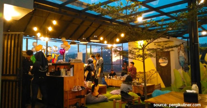 Vitamin Sea - 10 Tempat Makan Romantis di Bandung Murah Mulai 50 Ribu-an