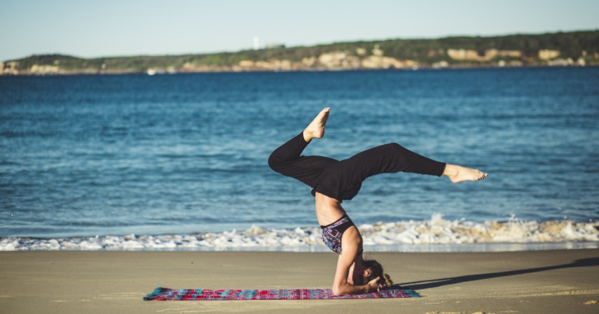 Yoga secara rutin sejak hamil - Biar Kayak Shandy Aulia Ini Tips Mengecilkan Perut Usai Lahiran