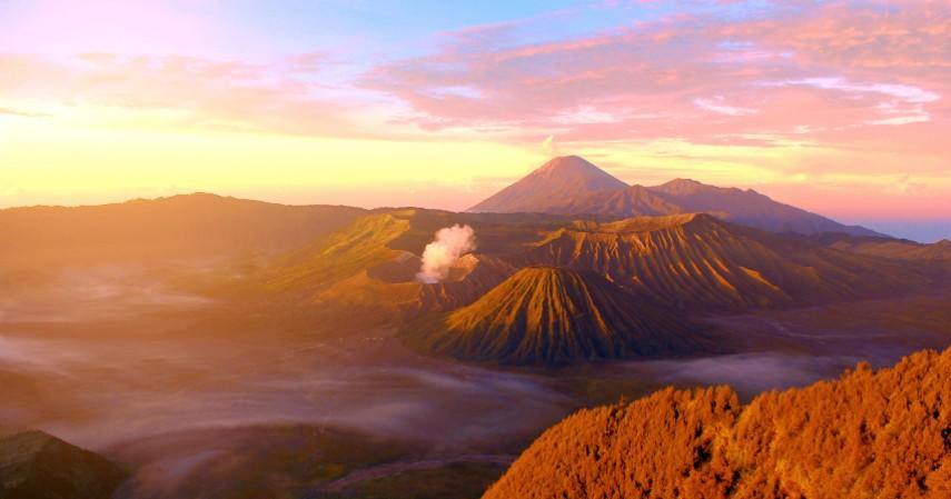 Bromo di Jawa Timur - 10 Tempat Honeymoon Romantis di Indonesia