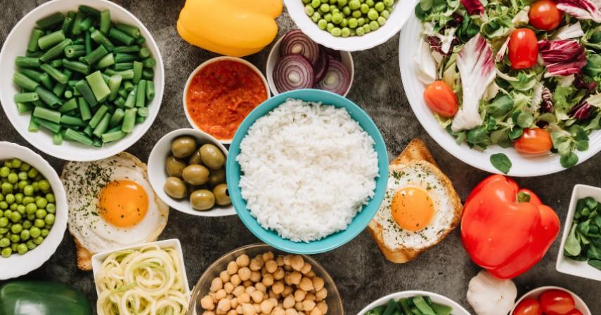 Persediaan Makanan yang Cukup - Hal yang Harus Dipersiapkan saat Isolasi Diri di Rumah
