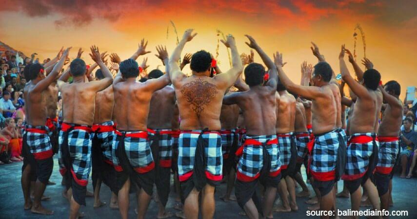 Tari Kecak - Tari Tradisional Asal Indonesia
