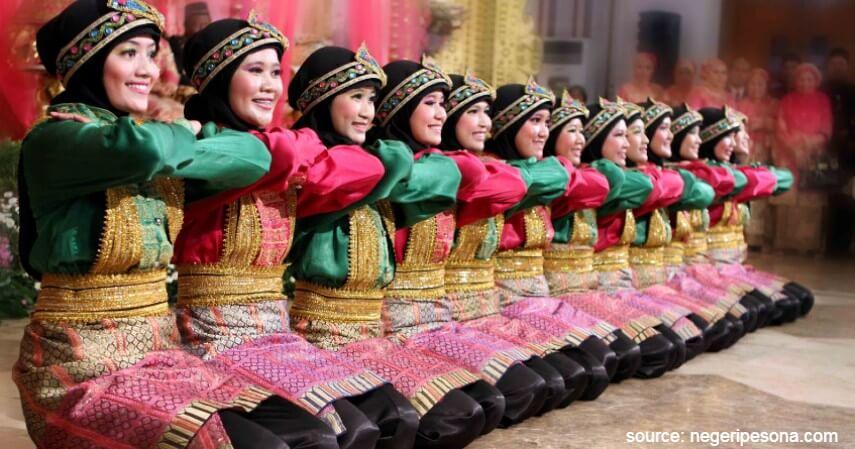 34 Tari Tradisional Asal Indonesia