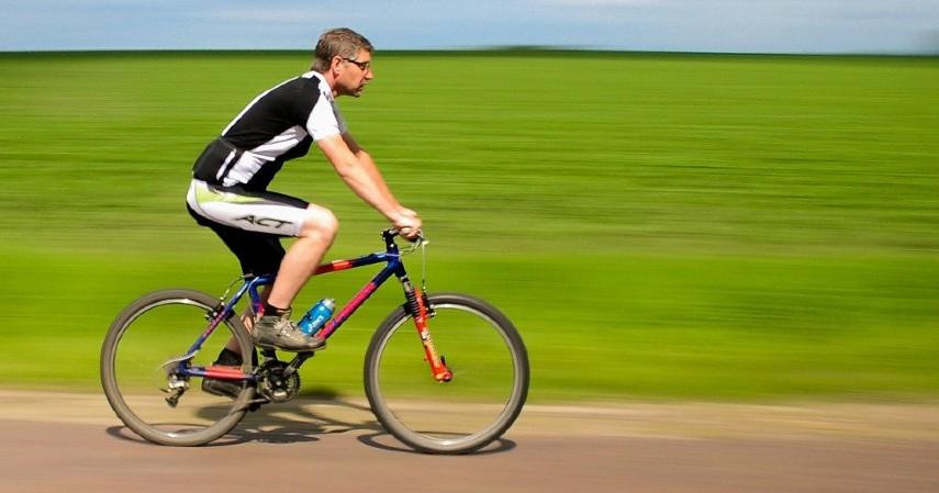 Bersepeda - 5 Olahraga yang Dianjurkan Saat Puasa Beserta Waktu Terbaiknya