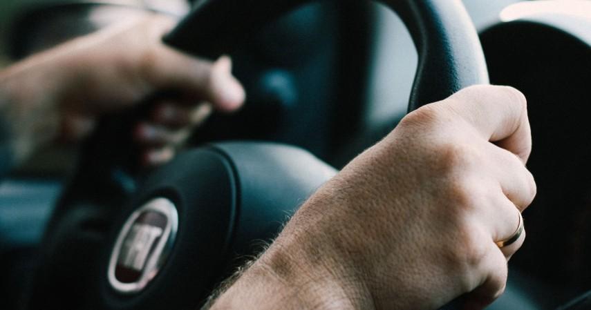 Bersihkan Setir - Hindari Penularan Virus Corona di Dalam Mobil Cek Tips Ini