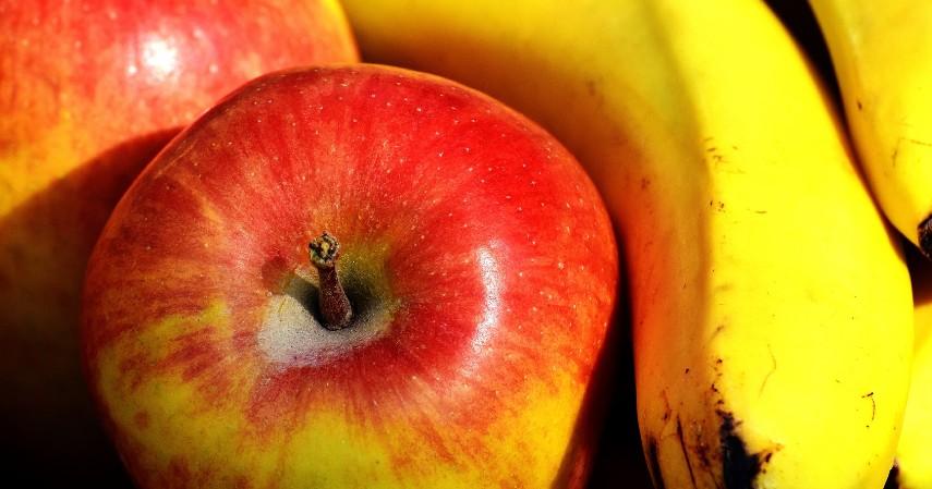 Buah Pisang atau Apel - 5 Camilan Sehat saat Buka Puasa yang Enak dan Gak Bikin Begah