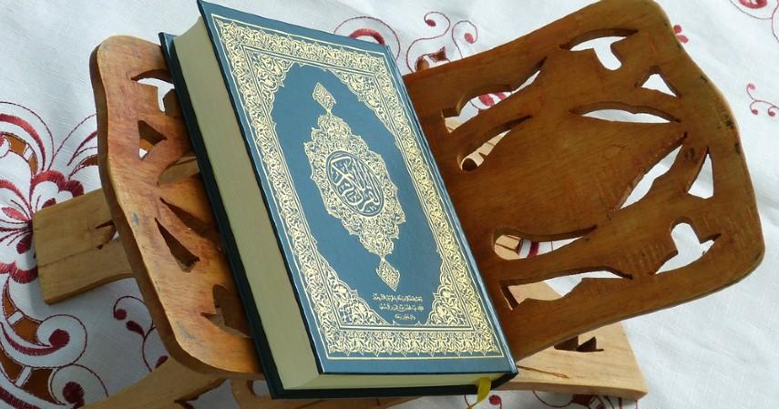 Intens Membaca Al Quran - 5 Cara Meningkatkan Pahala Ramadan di Tengah Pandemi
