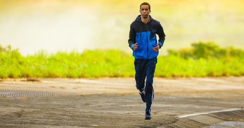 Jogging - 5 Olahraga yang Dianjurkan Saat Puasa Beserta Waktu Terbaiknya
